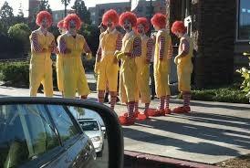 Los Ronalds esperando a atacar Burger king - meme