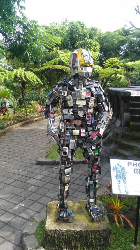 Robô indestrutível - meme