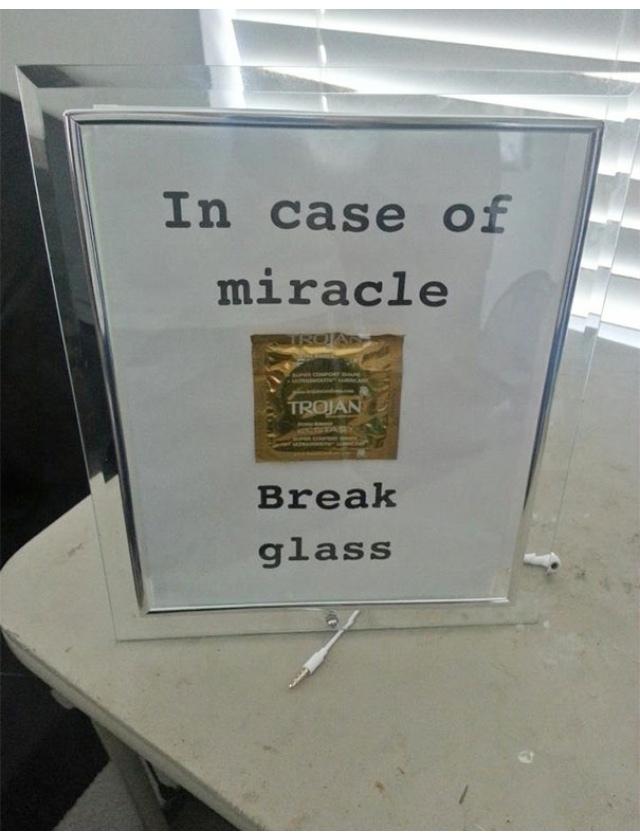 en cas de miracle, bris la vitre - meme