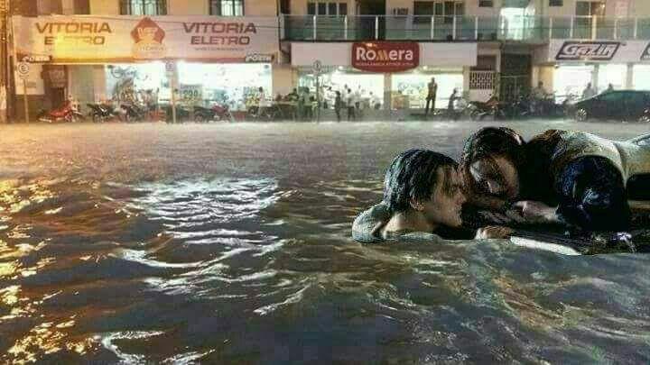 enchente na minha cidade no interior do Acre - meme