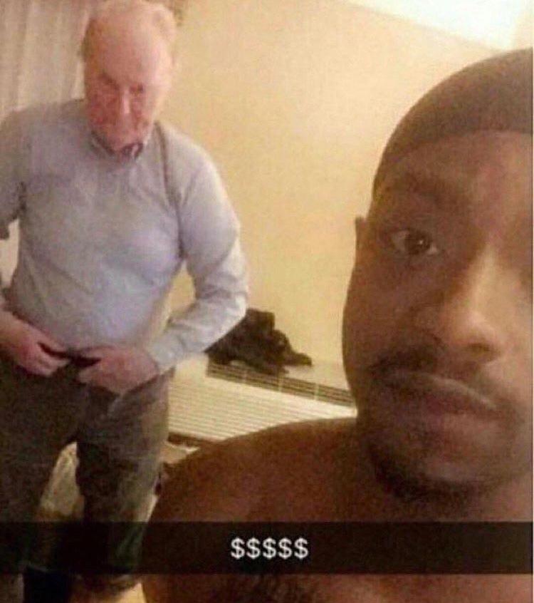 ele deu o butico por dinheiro - meme
