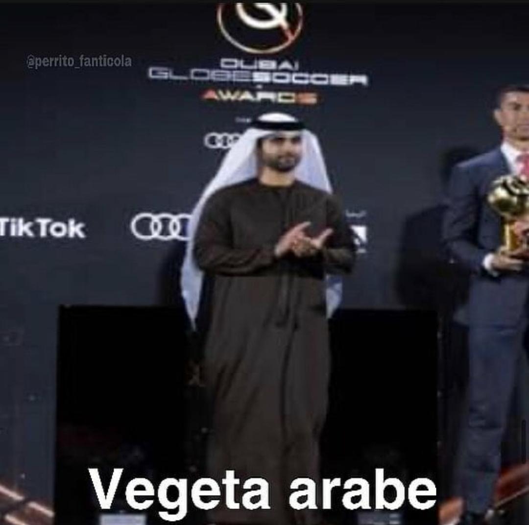 Y ensima al lado del bicho, que grande el Vegetta q7e hace boom - meme