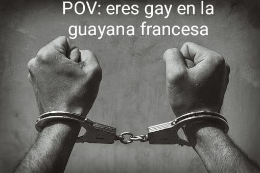 Contexto: en la guayana francesa ser gay es igua a dos años de prision pero las lesbianas son legales - meme
