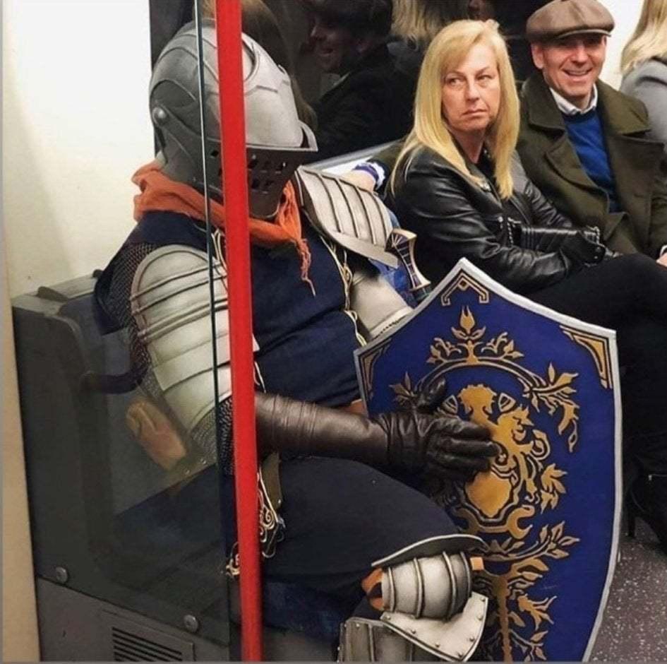 Pegando metro pra tocar uns sinos fodase - meme