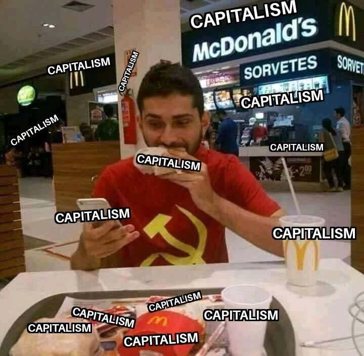 Até a camisa dele da compacta print foi feita por causa do capitalismo - meme