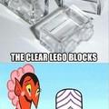 O titulo pisou no Lego