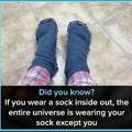 Si tu portes tes chaussetes à l'envers, tout l'univers porte tes chaussetes, sauf toi...