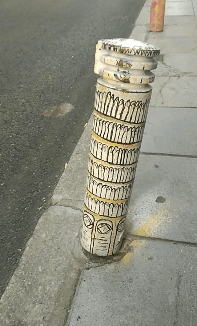 Leaning tower of Pole - meme