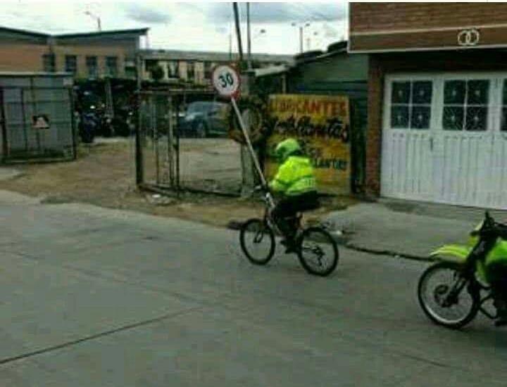 Cuando hay una emergencia en Colombia - meme