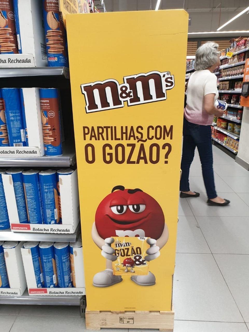 E aí? Quem vai querer comprar M&M em Portugal? - meme