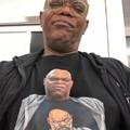 Samuel L. Jackson usando uma camisa do Samuel L. Jackson usando camisa do Samuel L. Jacksom