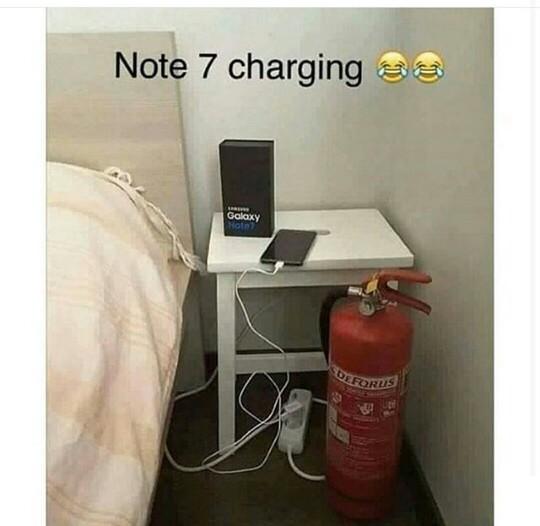 Note 7 struggle - meme