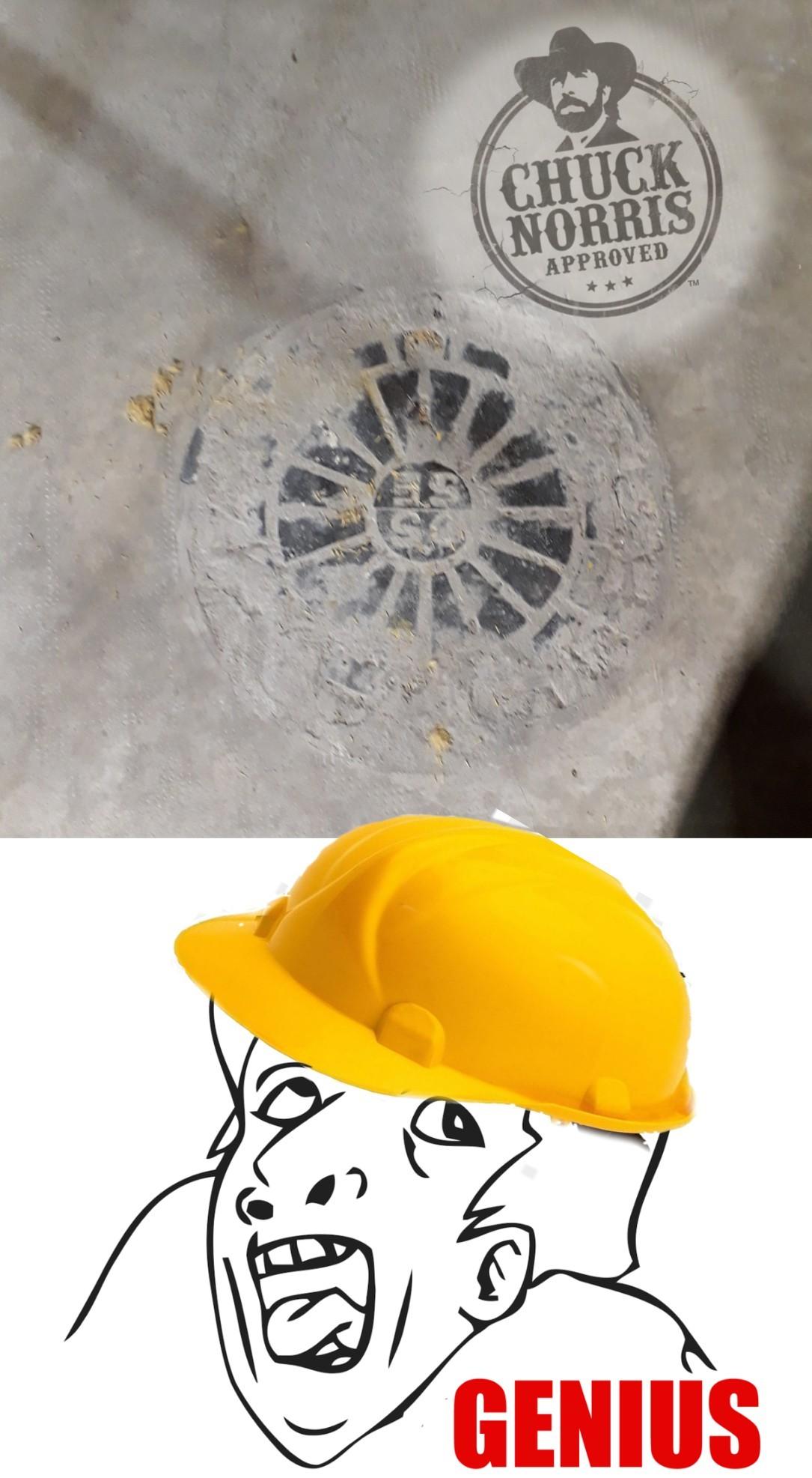 Para el que no entienda, la tapa del alcantarillado quedo cubierta de cemento y no se puede abrir. - meme