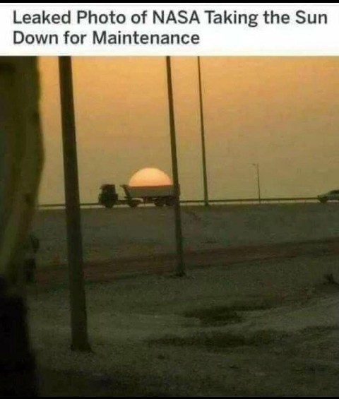 *photo leakée de la NASA qui embarque le soleil pour une maintenance - meme