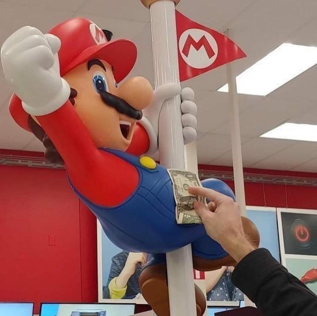 Mario a trouvé un vrai travail - meme