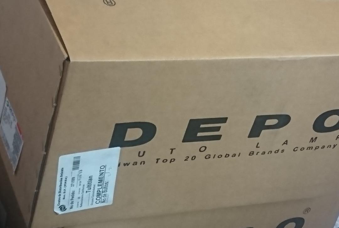 Todos me odian pero la caja también? - meme