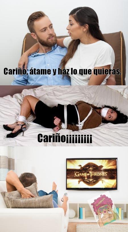 :V EL TITULO ESTA CANTANDO Lamanodentrodelinodoro - meme