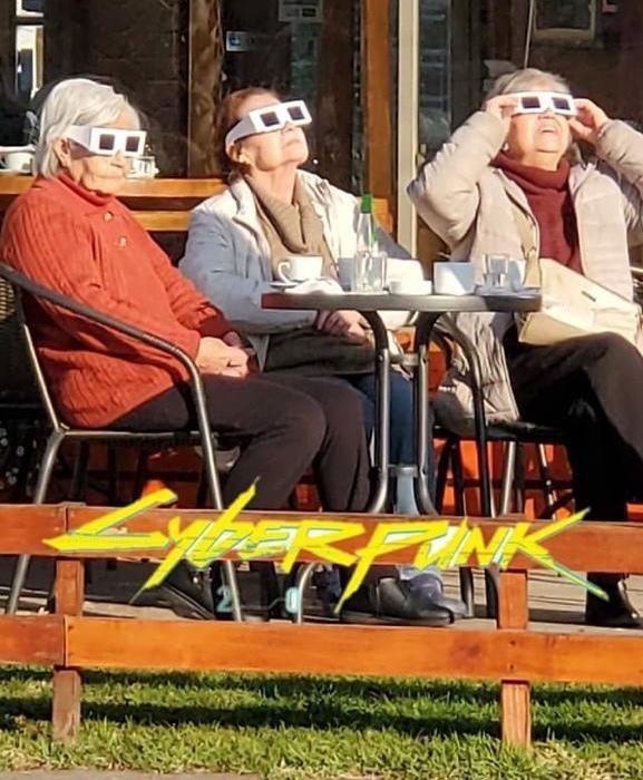 Taban de la eclipse (un poco tarde) - meme