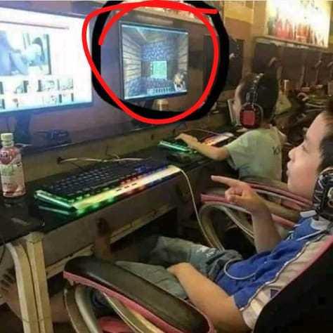 Como juega minecraft en el ciber??? - meme