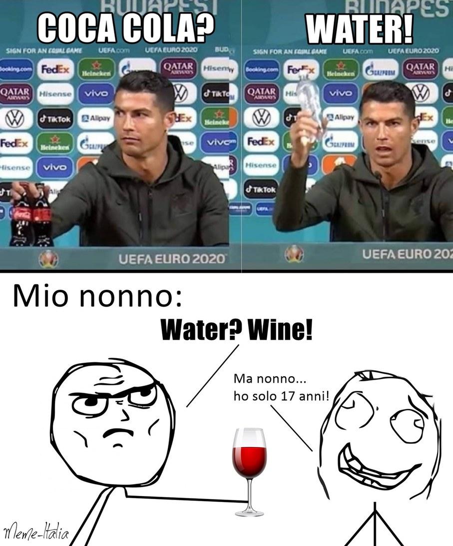 Ronaldo e la Coca cola - meme