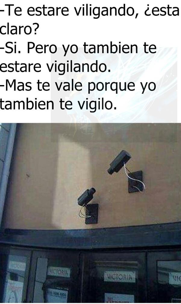 Con ustedes los vigilantes que vigilan a los vigiladores mientras estos vigilan a los primero vigiladores que vigilan - meme