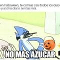 Feliz Halloween!!! Les desea el titulo y tambien dice que acepten el meme.