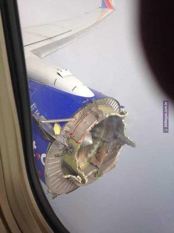 A ultima imagem de um aviao antes de desaparecer - meme