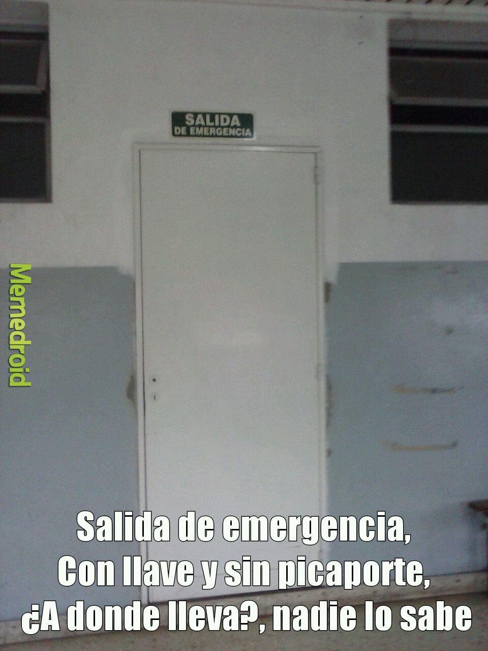 Salida de emergencia - meme