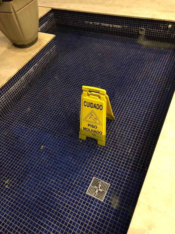piso molhado - meme