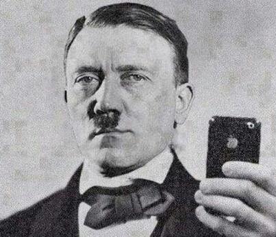 Hitler tirando uma bela selfie - meme