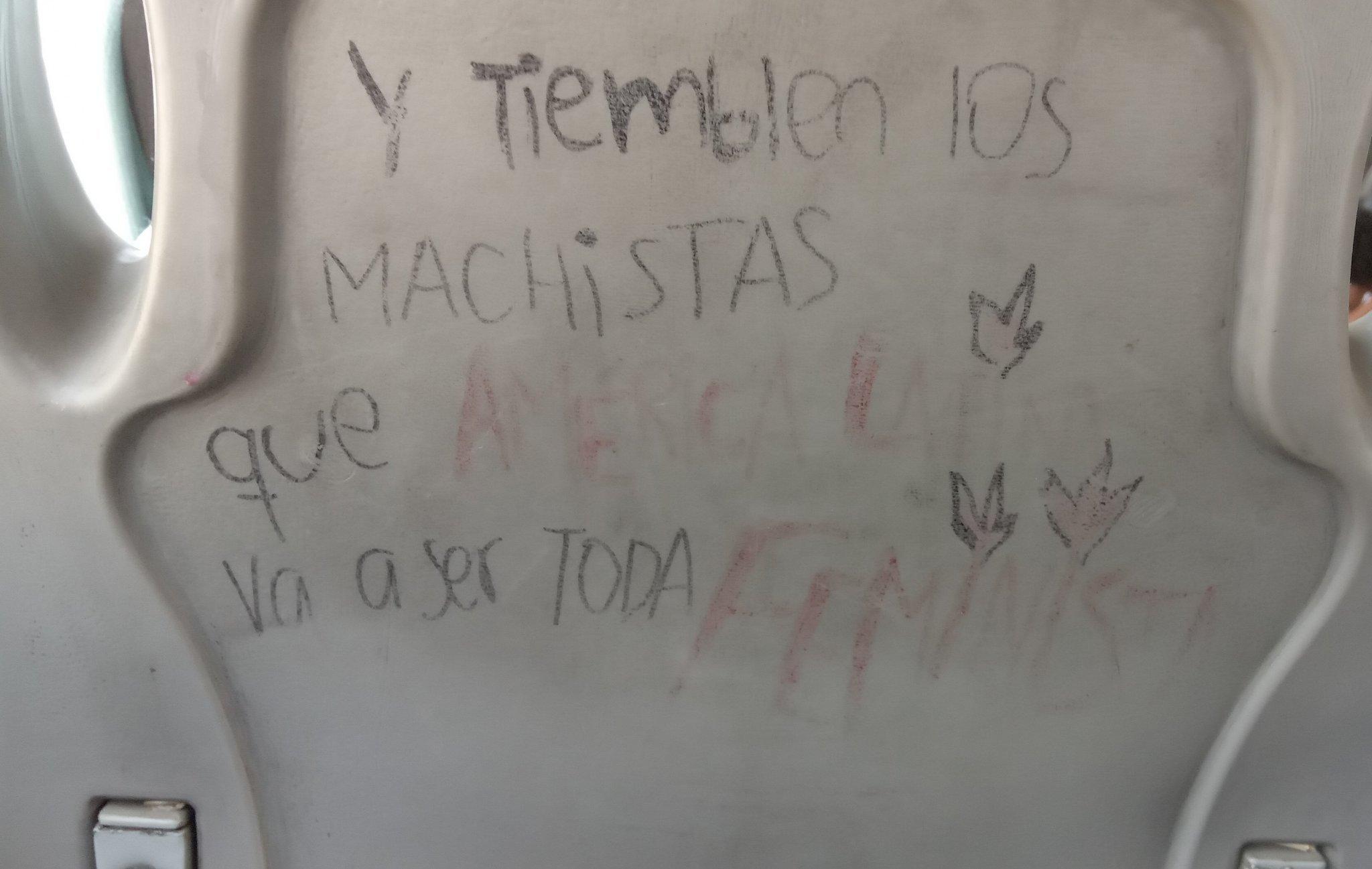 """Las palabras en rojo son """"américa Latina y feminismo"""" psdt: estaba el en el transporte - meme"""