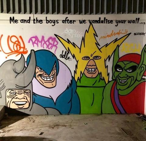 Moi et mes potes après avoir vandalisé ton mur - meme