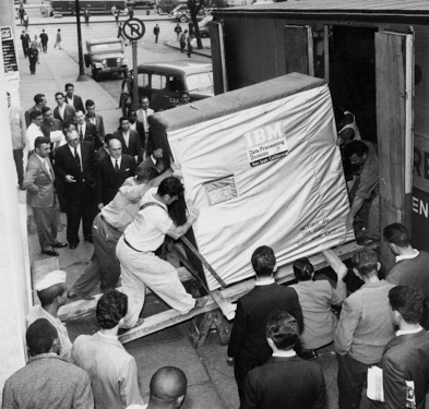 Apenas um HD de 5MB da IBM em 1956 - meme