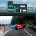 por qué atacar directamente un país cuando puedes invadir otros 3 en el proceso?