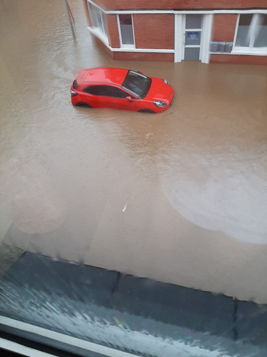 Curretly stuck in the Belgium floods. That car is floating. - meme