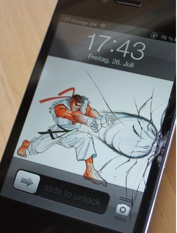 como disfarçar a tela trincada do celular... - meme