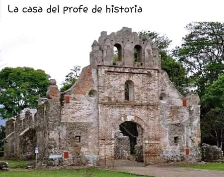 Casa del profe de historia - meme