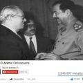 a gauche Jean-Marie Le Pen a droite Saddam Hussein