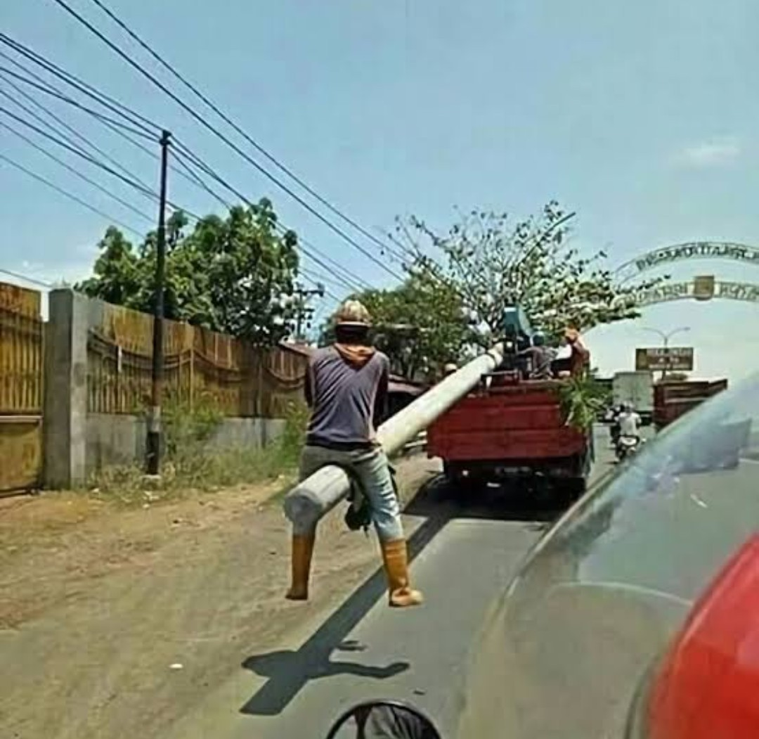 In Indonesia, it's called santuy - meme