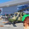 cuando la que se identifica como helicóptero apache de combate va a una expo aeroespacial