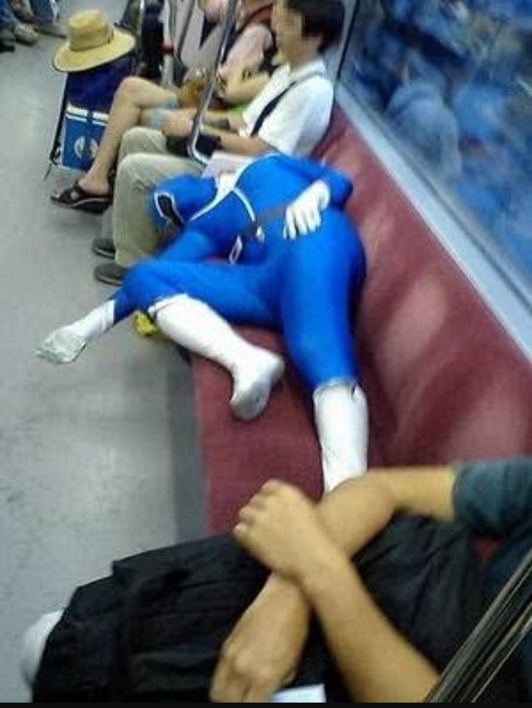 Tava d boas no metro neh... - meme