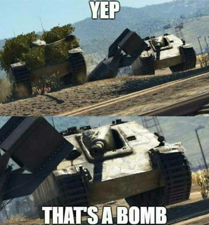 Playing war thunder - meme