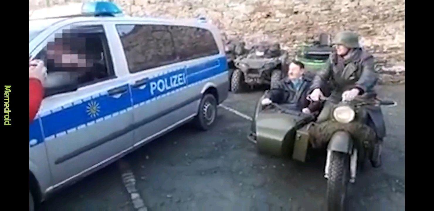 Estacionamiento nazi - meme