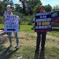 As pessoas que protestam contra a parada gay vão na parada gay mais vezes que os proprios gays.