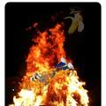 Lo quemaron en todos los sentidos