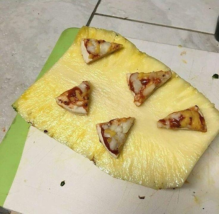 Piña con pizza - meme
