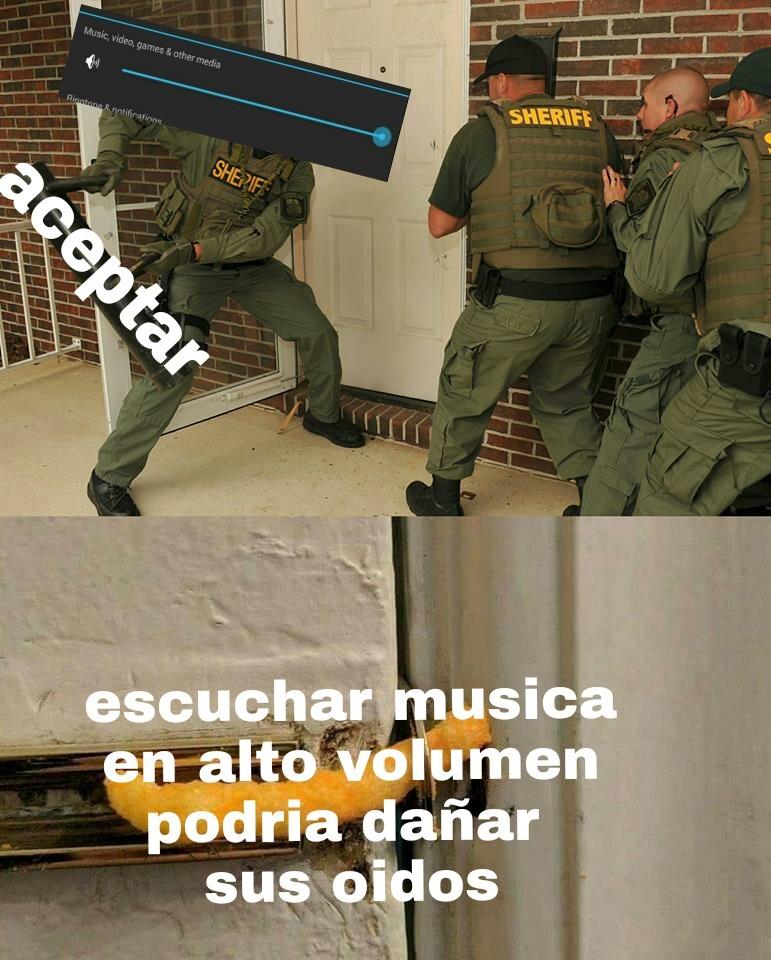 El titulo esta escuchando musica - meme