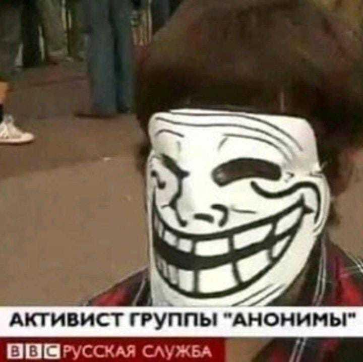 وجه مبتسمa - meme