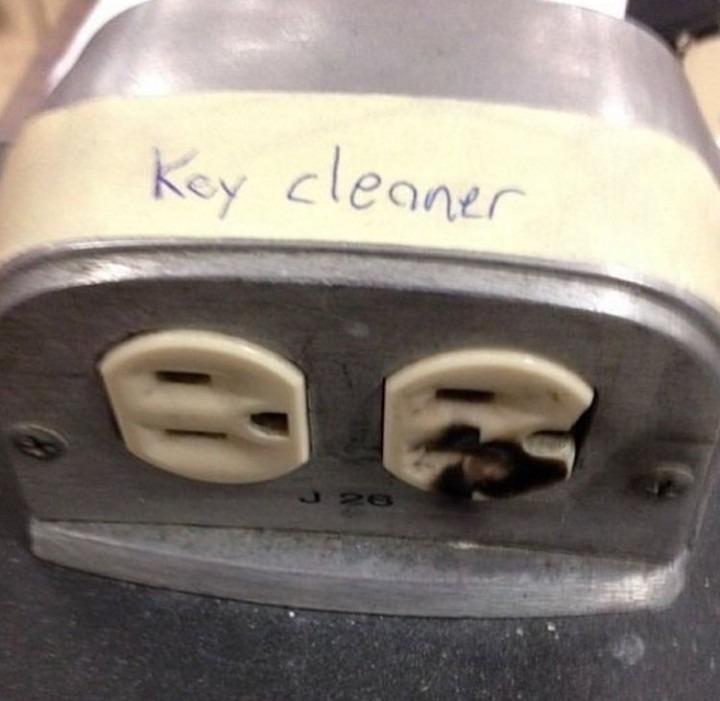 """Ça fait mal """"nettoyeur de clés"""" - meme"""