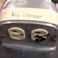 """Ça fait mal """"nettoyeur de clés"""""""